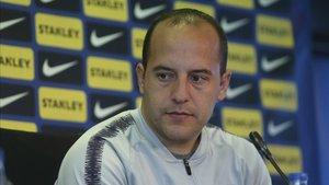 El entrenador del FC Barcelona Lluís Cortés en una rueda de prensa