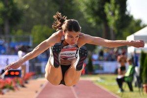 La ganadora del Atleta Neutral Autorizada, Yelena Sokolova, compite en las Mujeres de Salto Largo del Memorial Gyulai Istvan - Gran Premio de Atletismo de Hungría en el centro deportivo de Szekesfehervar, Hungría.