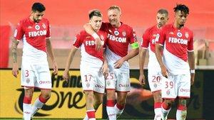 Golovin celebrando el primer y único gol del Mónaco