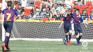 Jan Quiles y Adrian Simons celebran uno de los goles ante el Tenerife