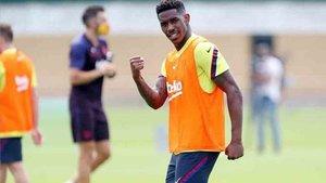 Junior Firpo sigue centrado en el trabajo del Barcelona