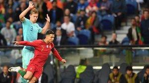 De Ligt y Cristiano Ronaldo en la final de la UEFA Nations League. ¿Serán compañeros la próxima temporada en la Juventus?