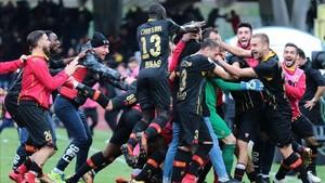 Locura en el Benevento tras lograr el primer punto en serie A