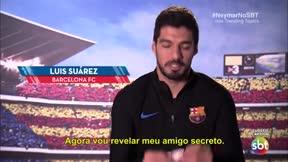 A Luis Suárez le tocó regalar al brasileño en el evento propuesto por Neymar