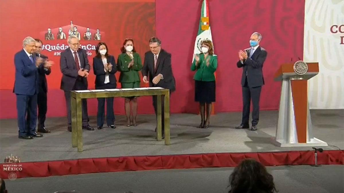 México acuerda con tres laboratorios comenzar a recibir vacunas en diciembre