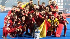 La selección de Bélgica celebrando el título
