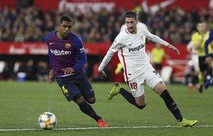 Sevilla FC, 2 - FC Barcelona, 0, Malcom Filipe disputando el balón.