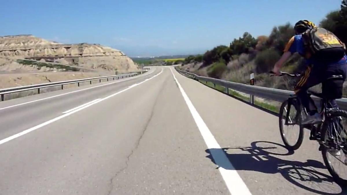 La DGT podría prohibir el paso de bicis en autovía