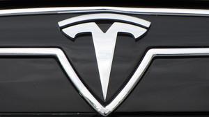 Tesla sigue cayendo en bolsa.