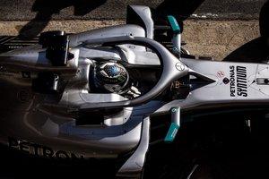 El piloto finlandés de Mercedes Valtteri Bottas durante la primera jornada de los entrenamientos oficiales de pretemporada de Fórmula Uno que se celebran en el Circuito de Barcelona-Catalunya.