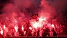 Aficionados del PSG animan con bengalas a su equipo
