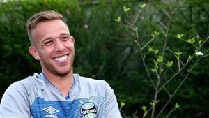 Arthur quiere jugar con Iniesta en el Barcelona