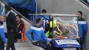 Baptistao saliendo lesionado del encuentro ante Valencia