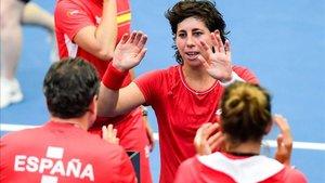 Carla Suárez celebra su victoria con el equipo