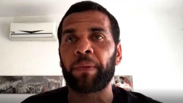 Dani Alves levanta la voz contra el racismo