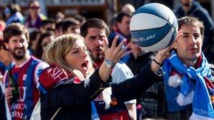 El encuentro de aficiones Basket Lover inunda la Plaza Santa Ana