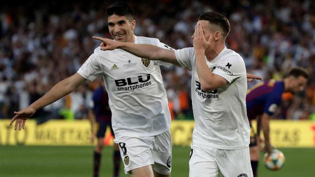 Gameiro dio alas al Valencia con el primer tanto