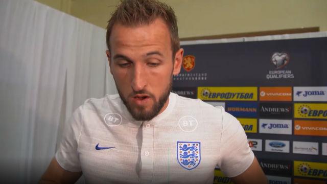 Harry Kane habló del racismo que sufrió Sterling ante Bulgaria