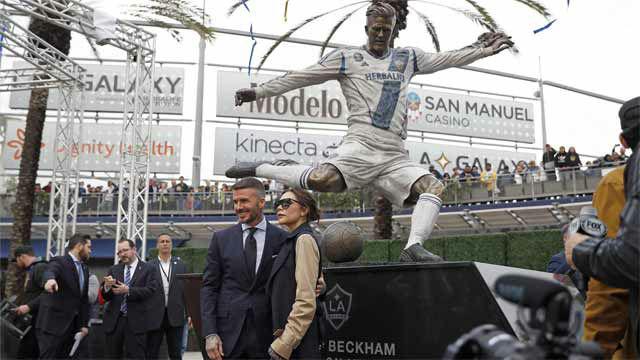Inauguran una estatua en homenaje a David Beckham en Los Ángeles