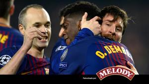 Iniesta y Messi felicitan a Dembélé por su primer gol de blaugrana