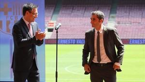 Josep Maria Bartomeu y Ernesto Valverde el día de la presentación del técnico