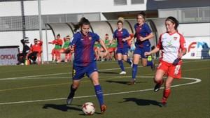 La jugadora del Barça, controlando el balón