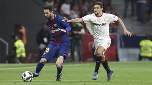 Leo Messi y Jesús Navas durante la disputa de la final de la Copa del Rey 2017/18