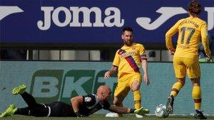 Leo Messi superó a Dmitrovic con maestrÍa