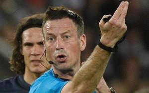 MarK Clattenburg tuvo un error impropio de un árbitro profesional