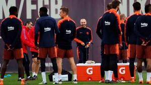 Un momento de la sesión preparatoria efectuada por el FC Barcelona este lunes en la Ciudad Deportiva Joan Gamper