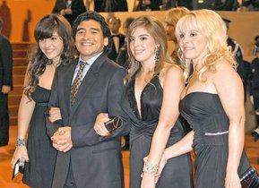 Ocho hijos, varias mujeres y alguna infidelidad: así ha sido la vida personal de Maradona