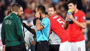 El partido entre Bulgaria e Inglaterra se detuvo por los cánticos racistas de la afición local