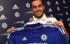 Pedro, posando con la camiseta del Chelsea