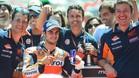 Pedrosa celebra la pole en Barcelona