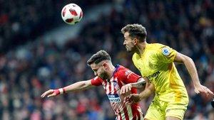 Saúl en una jugada con Stuani en el partido frente al Girona