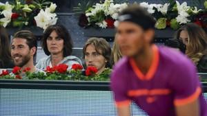 Sergio Ramos y Modric, atentos al juego de Nadal