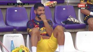 Suárez, en el momento en el que ve la dedicatoria de Vidal