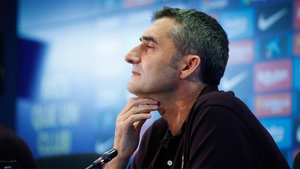 Valverde habla en Praga ante los medios