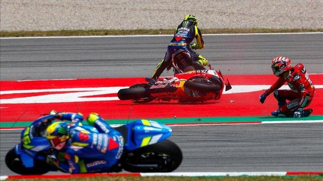 Rossi disculpa a Lorenzo; Dovizioso, crítico