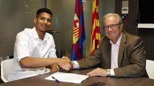 Araujo fichó por el Barcelona prácticamente al límite del cierre del mercado