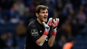 Casillas se resiste a colgar los guantes