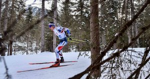El checo Michal Krcmar compite en el relevo mixto de la Copa Mundial de Biatlón de 4x6 de la UIB en Rasen-Antholz (Rasun Anterselva), en los Alpes italianos.
