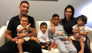 Cristiano Ronaldo celebra disfrazado el cumpleaños de dos de sus hijos