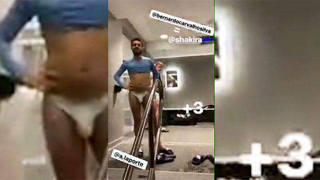 Jugador del City graba a un compañero bailando en calzoncillos y lo compara con Shakira