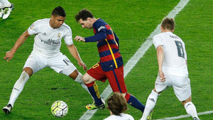 Messi estrena capitanía en un partido contra el Madrid