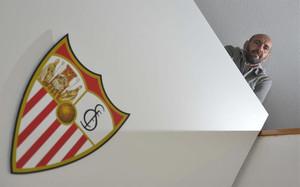 Monchi se ha convertido en una institución en el Sevilla desde su puesto de director deportivo