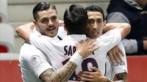 El tridente del PSG celebra el primer gol de Di María ante el Niza