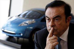 El regulador japonés se vuelve a querellar contra Carlos Ghosn y Nissan.