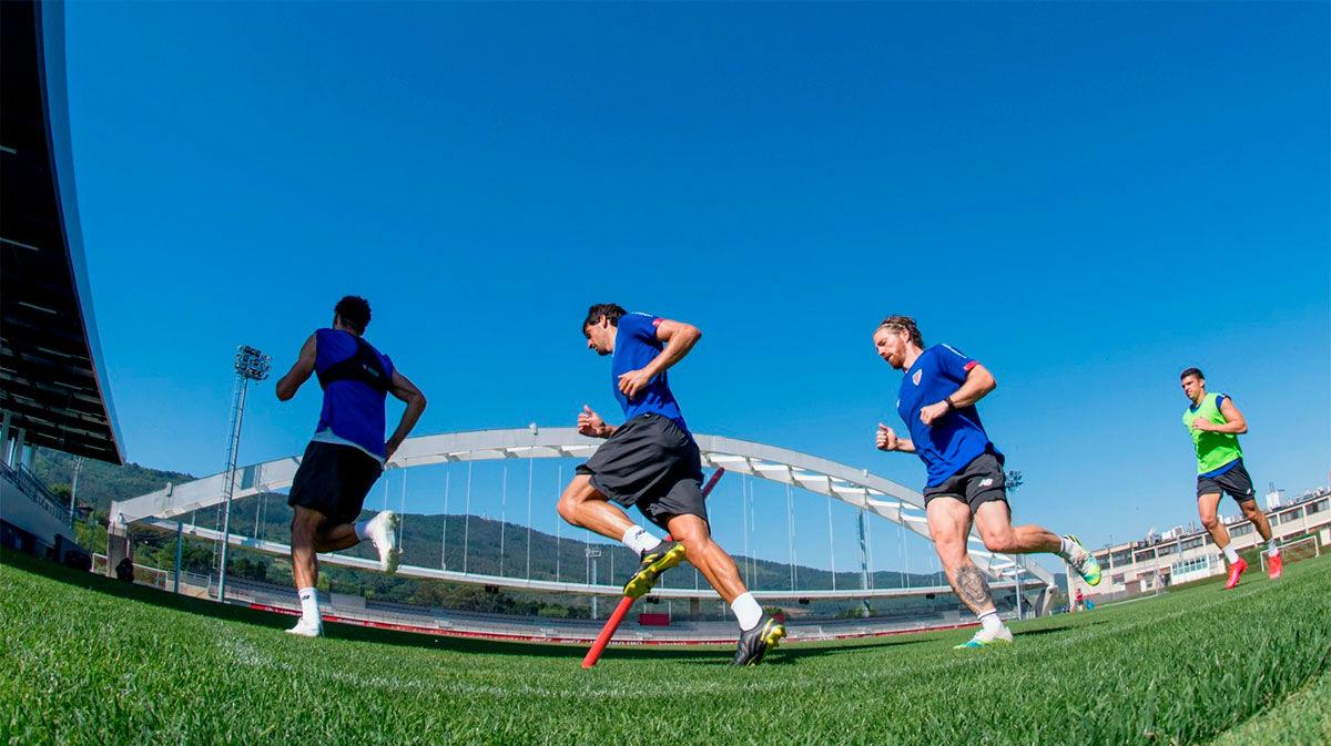 El Athletic cierra su tercera semana de trabajo en una calurosa jornada