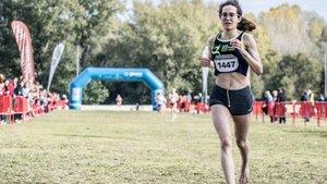 La atleta Douae Ouboukir gana el Cros de Girona...¡Descalza!
